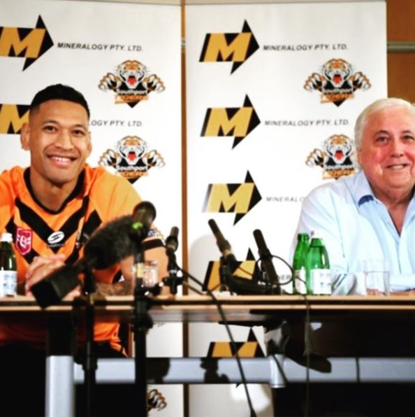 Israel Folau (left) at the media conference with Clive Palmer. (Instagram)