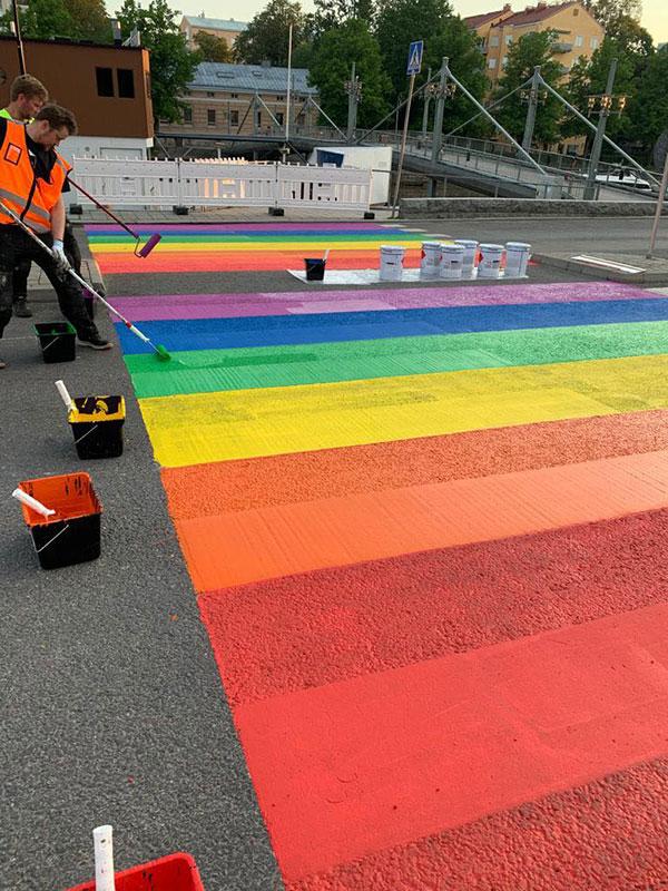 Initial rainbow crossing in Turku (Phtoo: Turku Theatre Group Facebook)